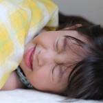 子供の熱が上がったり下がったり!発疹も…病気や原因は?対処法も紹介!